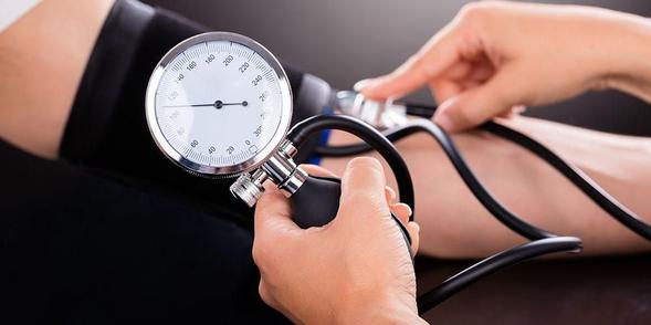 Hydrochlorothiazide digunakan untuk mengatasi tekanan darah tinggi dan pembengkakan karena penimbunan cairan