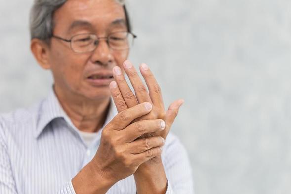 Meloxicam digunakan untuk mengobati arthritis atau peradangan sendi