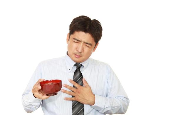Nifedipine digunakan untuk membantu menurunkan tekanan darah tinggi dan mengatasi nyeri dada