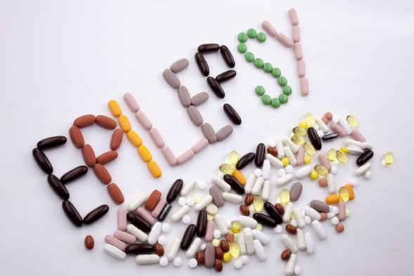 Phenytoin digunakan untuk mencegah dan mengontrol kejang pada penderita epilepsi