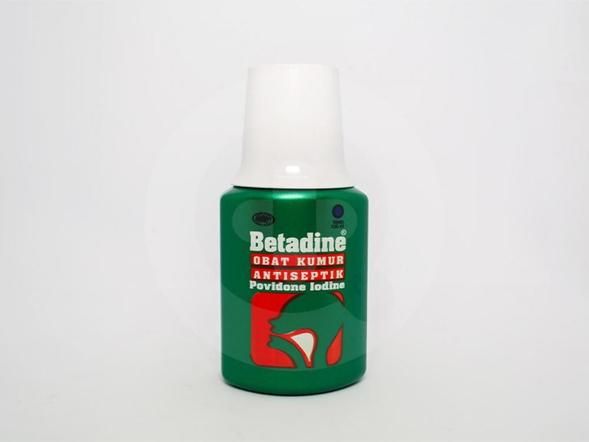 Betadine kumur dapat digunakan untuk mengatasi sariawan dan bau mulut