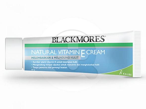Blackmores Vitamin E Cream 50 g digunakan untuk melembabkan dan melindungi kulit.