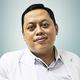 dr. Daddy Armand Noeryoto, Sp.M merupakan dokter spesialis mata di RS Islam A. Yani Surabaya di Surabaya