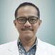 Dr. dr. Nur Rasyid, Sp.U(K) merupakan dokter spesialis urologi konsultan di Siloam Hospitals Asri di Jakarta Selatan