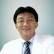 Dr. dr. Franky Hartono, Sp.OT(K) merupakan dokter spesialis bedah ortopedi konsultan di Siloam Hospitals Kebon Jeruk di Jakarta Barat
