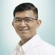 dr. Harry, Sp.Ak merupakan dokter spesialis akupunktur di RS St. Carolus di Jakarta Pusat