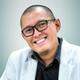 dr. Nicko Pisceski Kusika Saputra, Sp.OG merupakan dokter spesialis kebidanan dan kandungan di RS Pekanbaru Medical Center di Pekanbaru