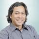 dr. Raden Suhartono, Sp.B(K)V merupakan dokter spesialis bedah konsultan vaskular di RS Premier Bintaro di Tangerang Selatan