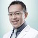 dr. Ray Hendry, Sp.OT merupakan dokter spesialis bedah ortopedi di RS Hermina Depok di Depok