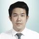 dr. Willi Satriya, Sp.B merupakan dokter spesialis bedah umum di RS Gunung Maria Tomohon di Tomohon