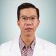 drg. Dennis Chandra merupakan dokter gigi di RS Gigi dan Mulut FKG Universitas Trisakti di Jakarta Barat