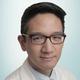 drg. Emerson Lim, Sp.Pros, FICD, FICCDE, FISID merupakan dokter gigi spesialis prostodonsia di RS Columbia Asia Medan di Medan
