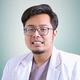 drg. Gilang Ramadhan merupakan dokter gigi di Klinik Gigi With Smile - Plaza Blok M di Jakarta Selatan
