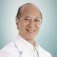 drg. Nicolaus Waelan, Sp.BM merupakan dokter gigi spesialis bedah mulut di RS St. Carolus di Jakarta Pusat