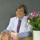 drg. Robert Lessang, Sp.Perio merupakan dokter gigi spesialis periodonsia di RS Mitra Keluarga Bekasi Barat di Bekasi