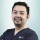 drg. William, Sp.Pros merupakan dokter gigi spesialis prostodonsia di Hendra Hidayat Dental Center di Jakarta Pusat