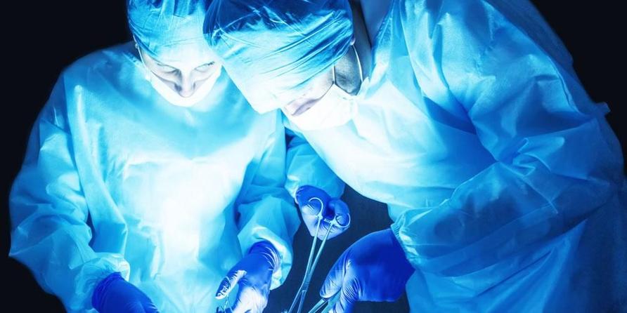 Operasi varikokel (varicocelectomy) membutuhkan bantuan dari tim dokter