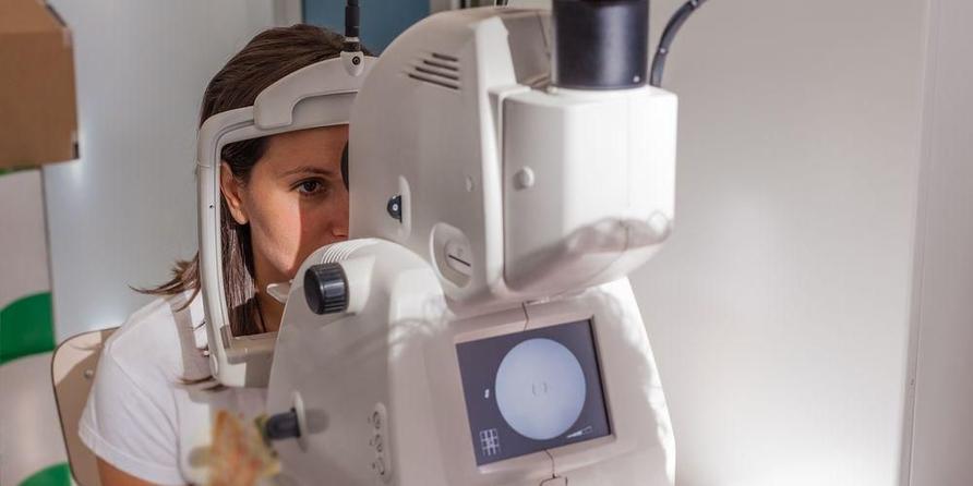 Alat khusus diperlukan untuk screening retina