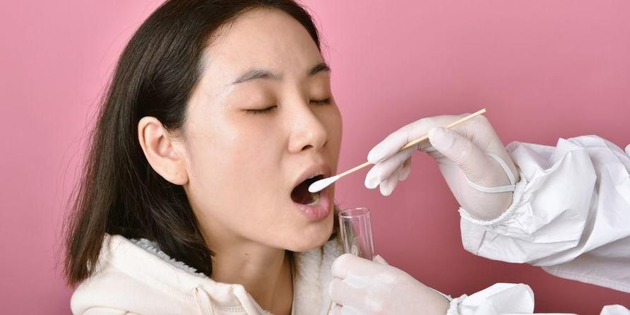 Swab test corona membutuhkan sampel jaringan dari tenggorokan pasien