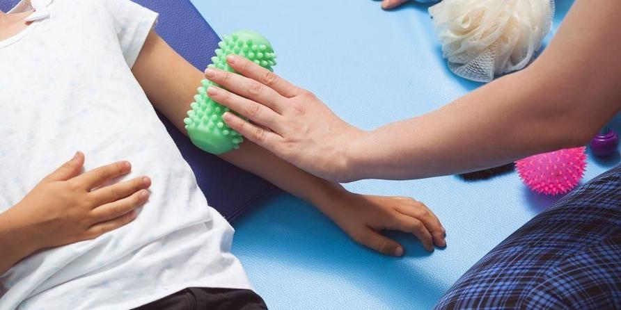 Pijatan bisa menjadi salah satu cara terapi sensori integrasi