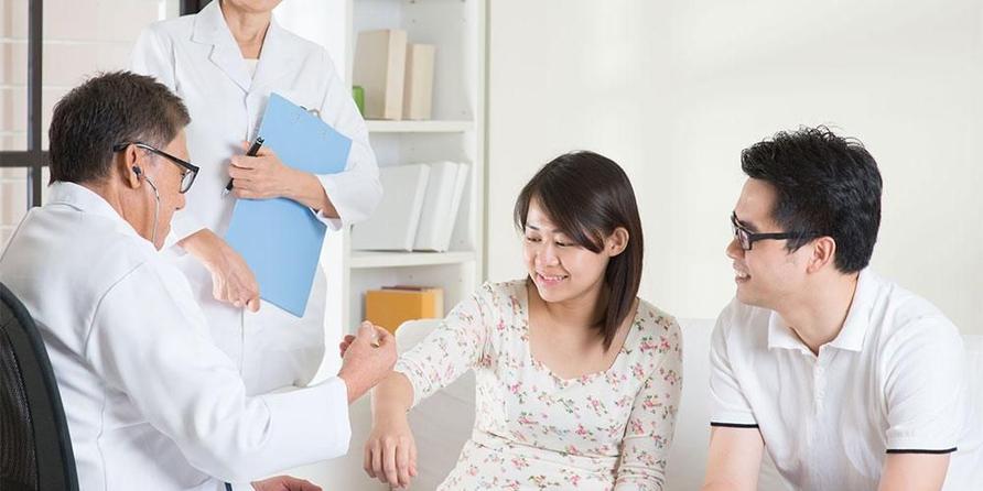 Tes kesehatan calon pengantin atau premarital check up termasuk langkah penting sebelum menikah