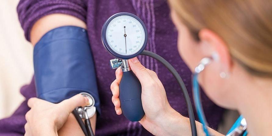 Tes tekanan darah perlu bantuan stetoskop pada lipatan siku pasien