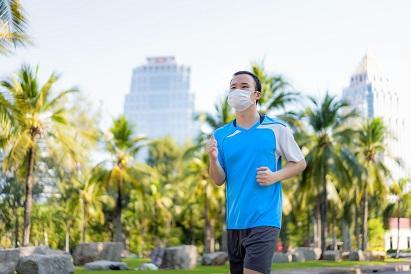 Halau Corona dengan Olahraga Pakai Masker, Bahaya atau Tidak?