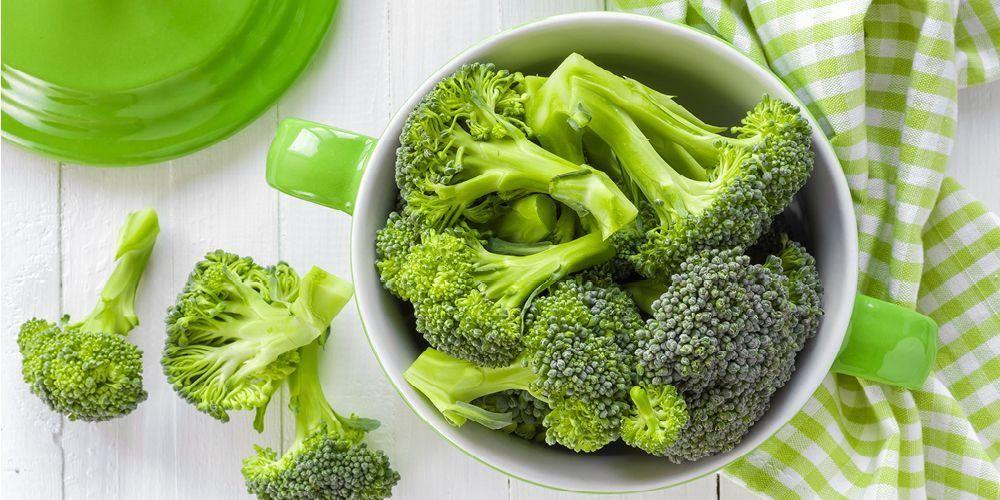 Molekul antioksidan bisa dijumpai pada sayuran hijau yang mengandung lutein dan vitamin C.