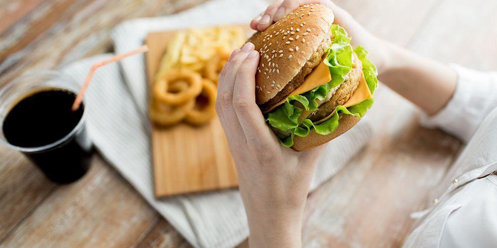 Ini Bahayanya Saat Anda Buka Puasa Dengan Makanan Cepat Saji