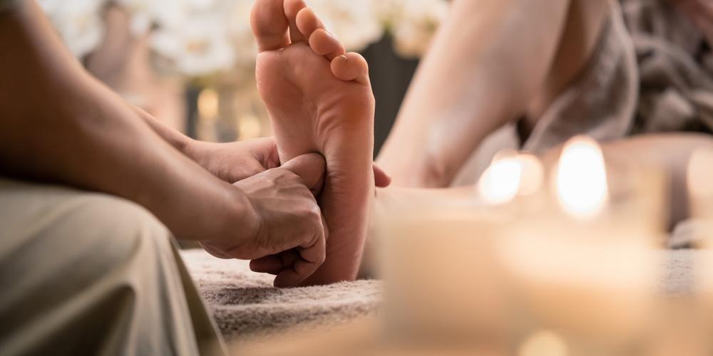Pergelangan kaki terkilir adalah cedera yang bisa lebih cepat sembuh bila ditangani dengan teknik urut yang benar