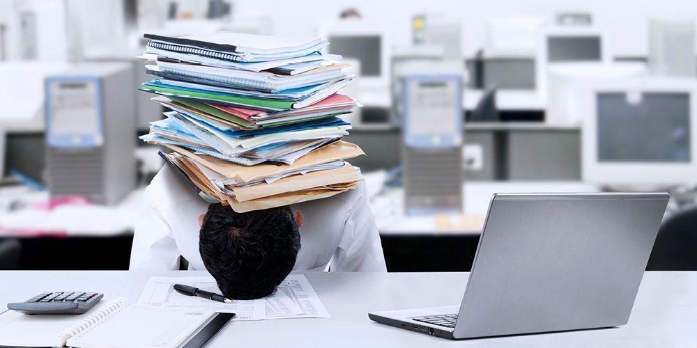 Pekerjaan sering terbengkalai dan tidak produktif bisa menandakan terjadinya burnout