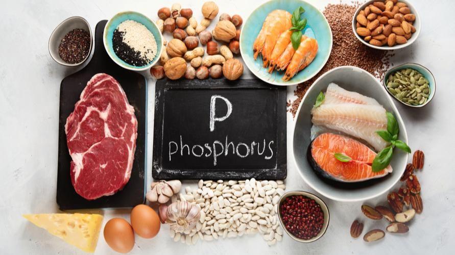 Makanan yang mengandung fosfor di antaranya adalah salmon, telur, keju, dan kacang almond