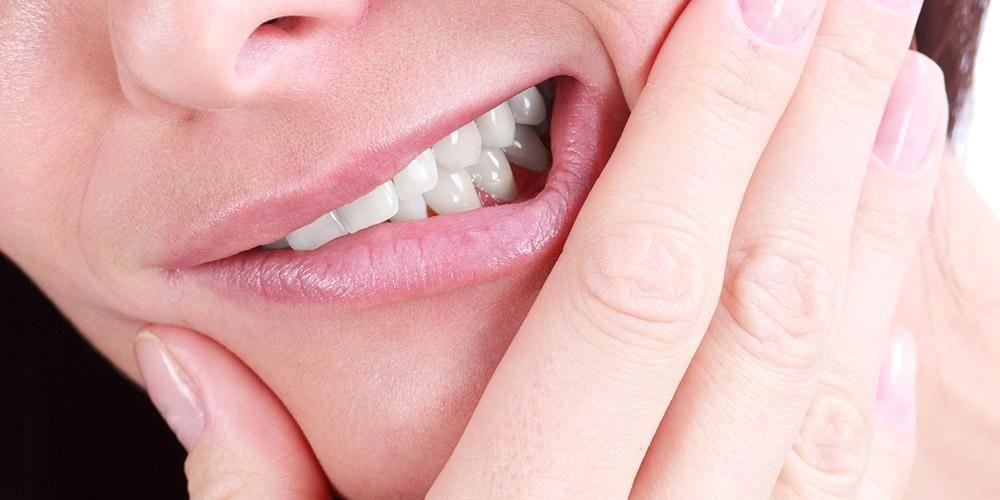 Impaksi gigi bungsu akan menyebabkan rasa sakit ketika gigi bungsu tumbuh