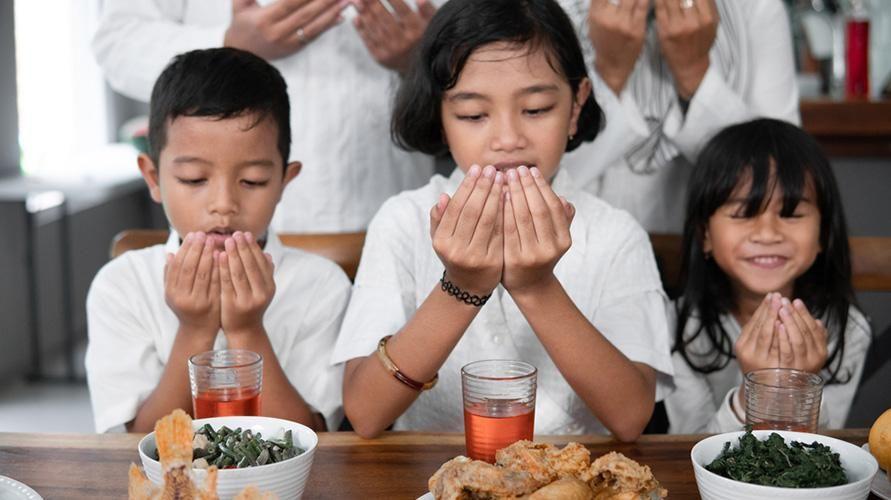 Mengajari anak bersyukur sejak kecil akan bermanfaat positif untuk jangka panjang