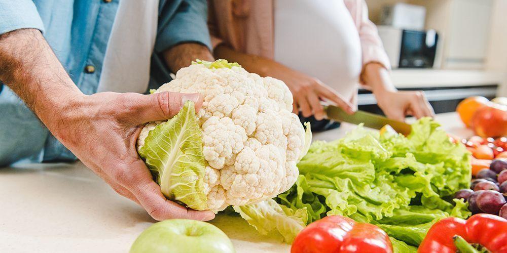 Kandungan dalam kembang kol dapat memperlancar pencernaan sehingga sayuran ini cocok dimakan oleh orang yang sedang menurunkan berat badan