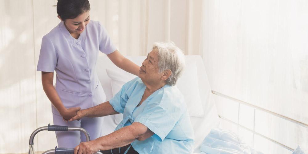 orang tua sakit kronis di rumah sakit menunjukkan ciri-ciri mau meninggal
