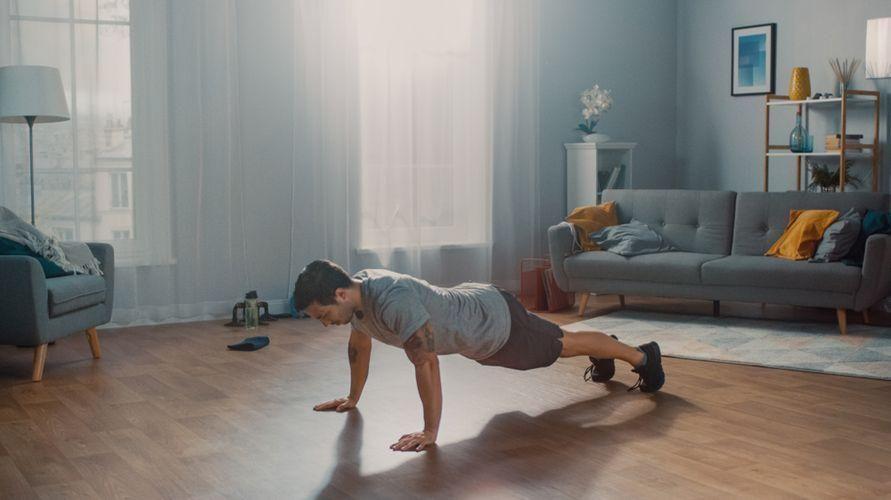 Bodyweight training adalah olahraga yang memanfaatkan bobot tubuh untuk melatih otot