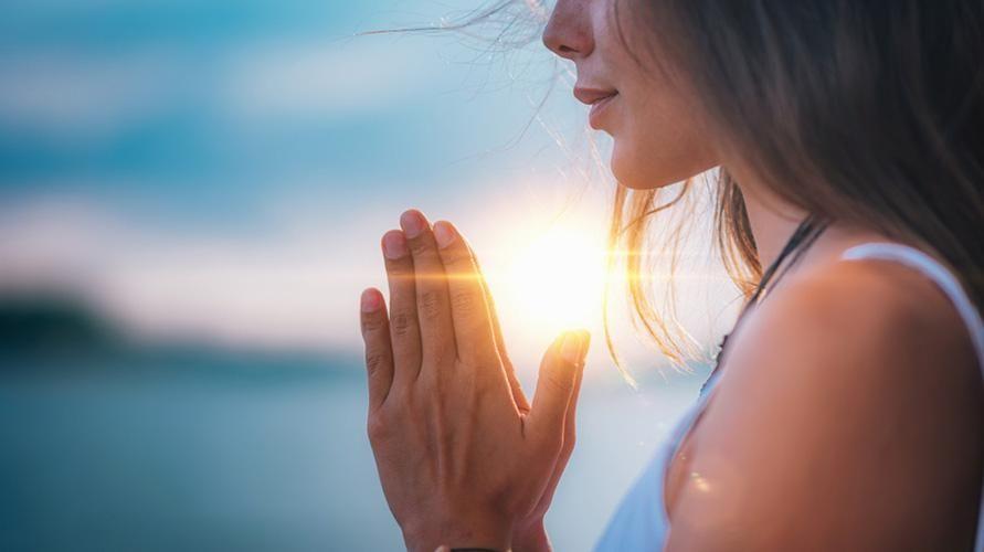 Ketenangan batin bisa diperoleh dengan pikiran positif dan berlatih meditasi