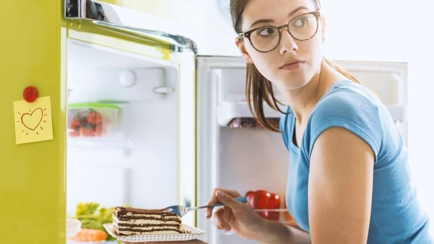 Terlalu banyak mengonsumsi gula menjadi salah satu penyebab cepat lapar