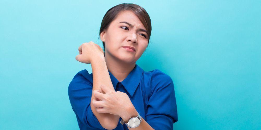Obat gatal kulit dapat beragam, mulai dari es batu, cuka apel, hingga obat-obat dokter