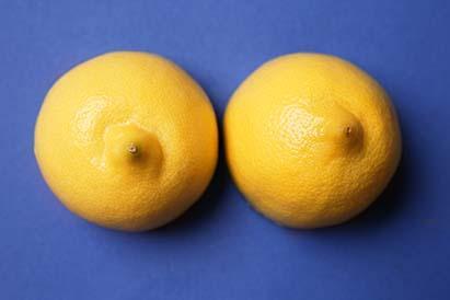 Jerawat di payudara bisa terjadi akibat penyumbatan pori-pori kulit
