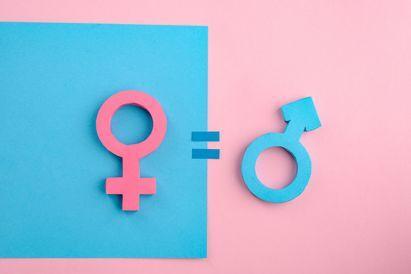 Pengertian gender adalah sifat laki-laki dan perempuan yang dibentuk secara sosial dan budaya
